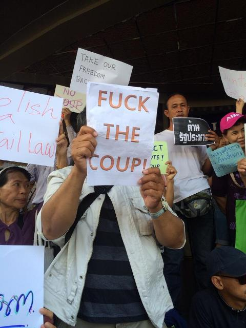 Anti-Putsch-Demonstration in Bangkok